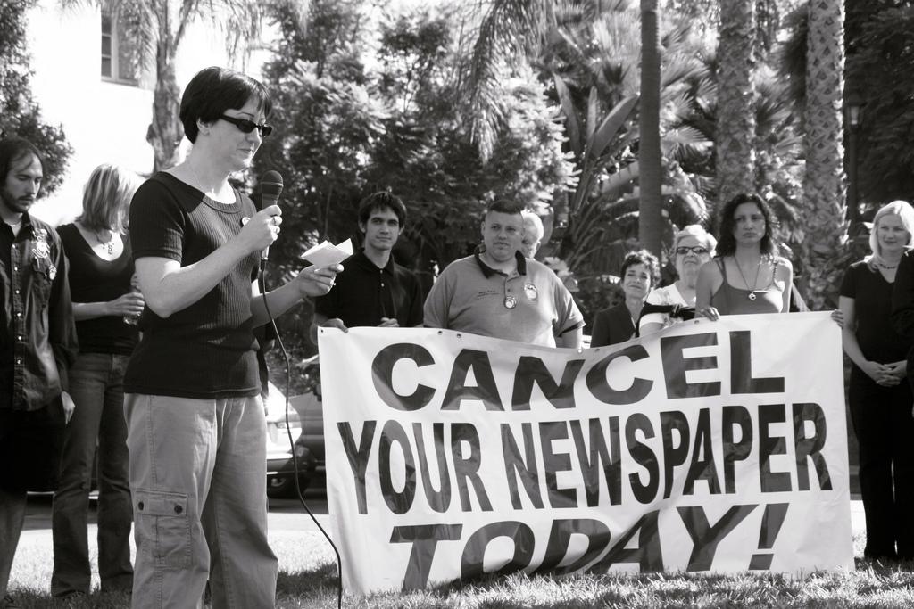 Πολιτικός και δημοσιογράφος. Γίνεται;