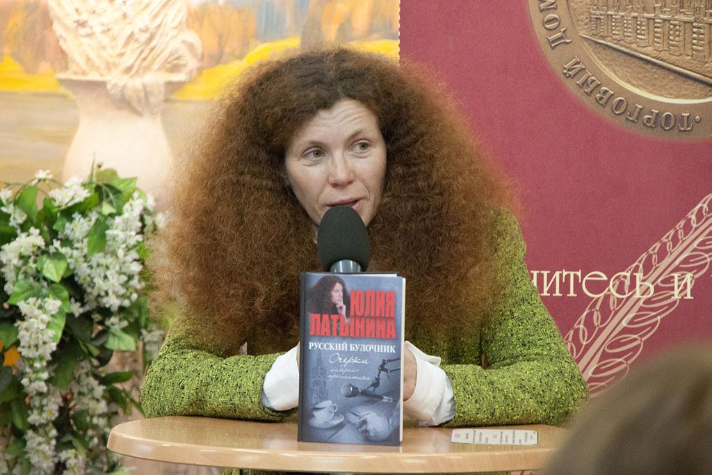 Γιούλια Λατίνινα, μια ενοχλητική αρθρογράφος