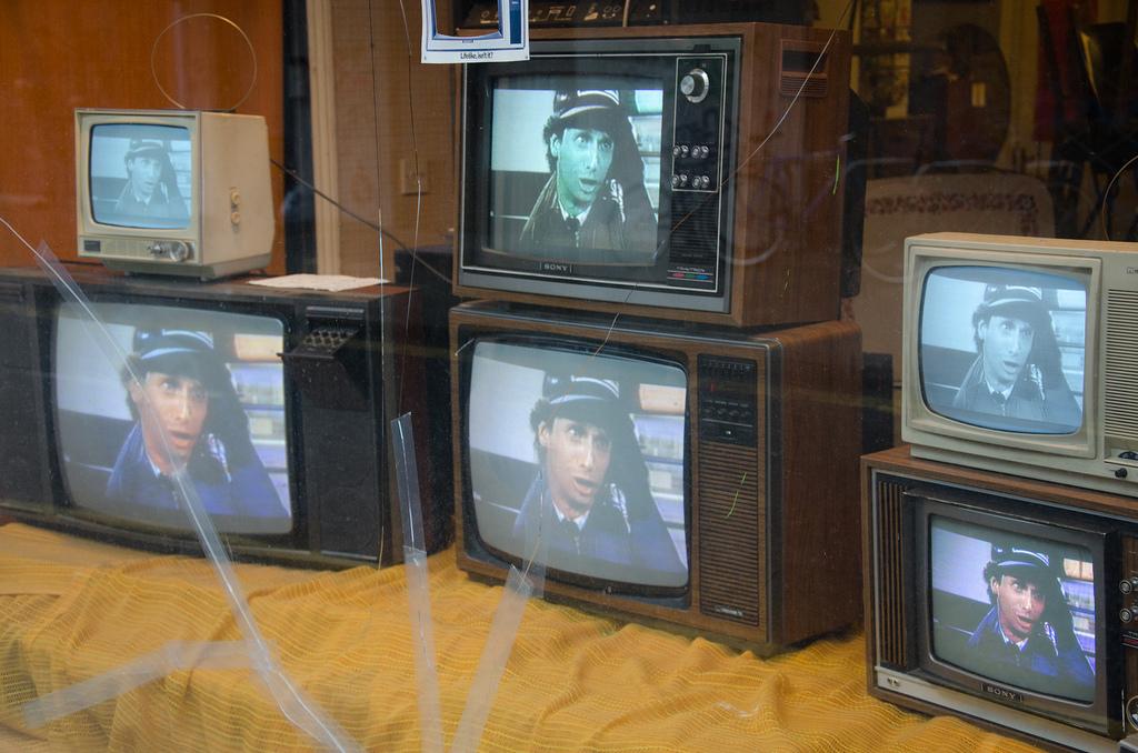 Η Ολγα Γεροβασίλη κάνει παρατηρήσεις στα ιδιωτικά κανάλια