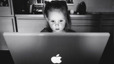 """Mπλοκ"" στα social media για τα παιδιά από την Ευρωπαϊκή Ενωση"