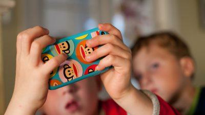 Προκαλούν εθισμό στα παιδιά τα iPhones;