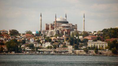 Θα παραμείνει μουσείο ή θα γίνει τζαμί η Αγία Σοφία στην Κων/λη;